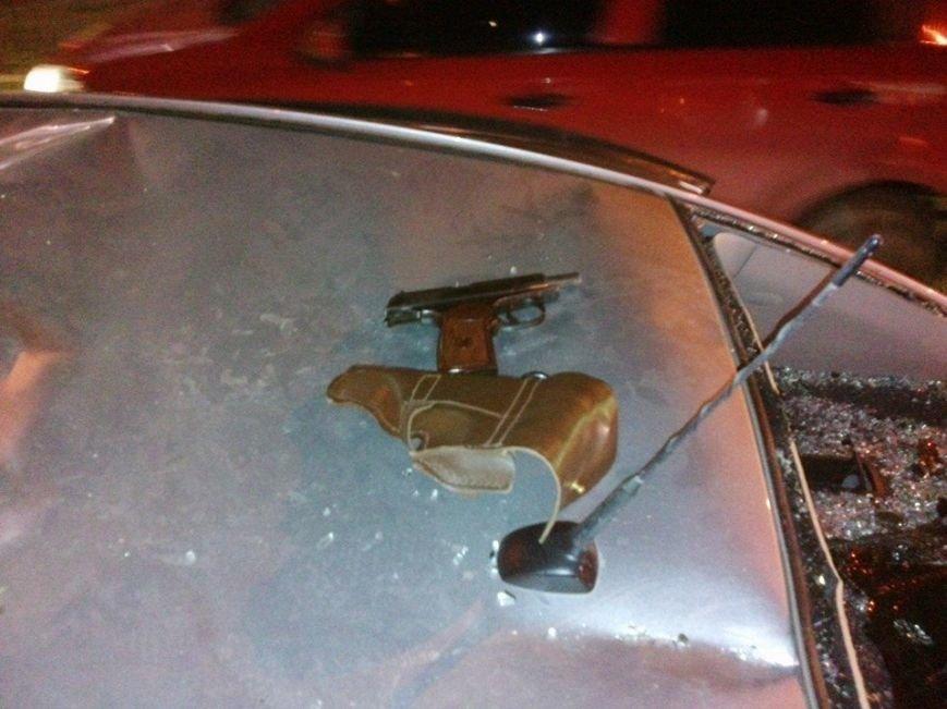 В Запорожье майдановцы побили легковой автомобиль, из которого их обстреляли (ФОТО), фото-4