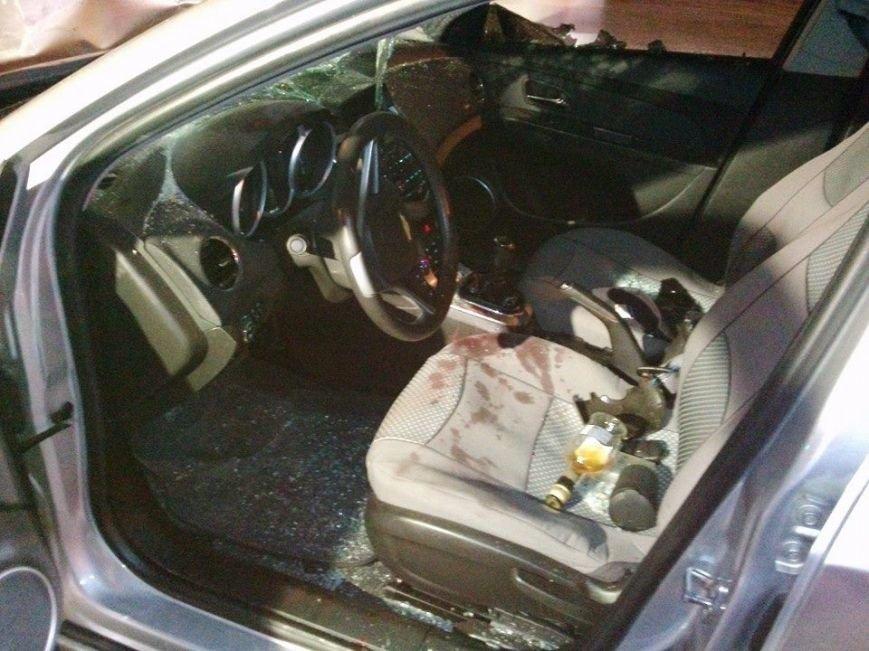 В Запорожье майдановцы побили легковой автомобиль, из которого их обстреляли (ФОТО), фото-3