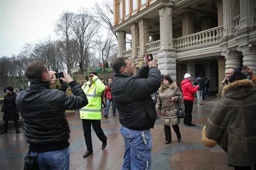 В гостях у Президента: граждане Украины смогли увидеть пресловутый золотой унитаз (ФОТО. ВИДЕО), фото-5