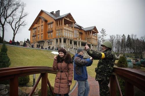 В гостях у Президента: граждане Украины смогли увидеть пресловутый золотой унитаз (ФОТО. ВИДЕО), фото-6