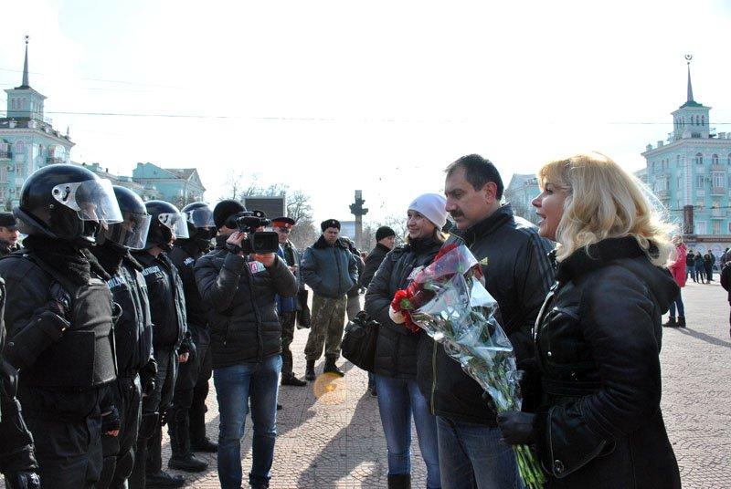 «Янукович - сука, он нас предал!» - в Луганске начался митинг «Луганской гвардии» (ФОТО), фото-2