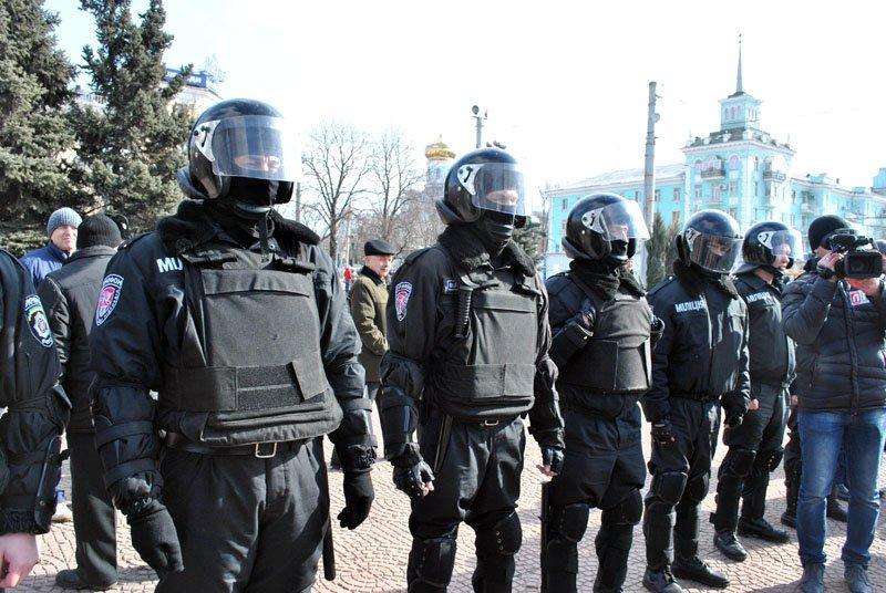«Янукович - сука, он нас предал!» - в Луганске начался митинг «Луганской гвардии» (ФОТО), фото-1