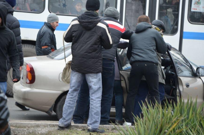 В Мариуполе Антимайдан пришел к Ленину поговорить со сторонниками Майдана (Дополнено ФОТО), фото-123