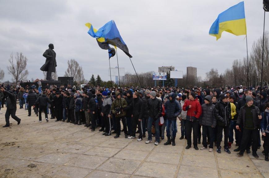 В Мариуполе Антимайдан пришел к Ленину поговорить со сторонниками Майдана (Дополнено ФОТО), фото-55