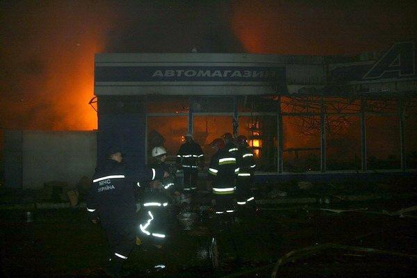 У Тернополі дотла згорів автомагазин (фото, відео), фото-6