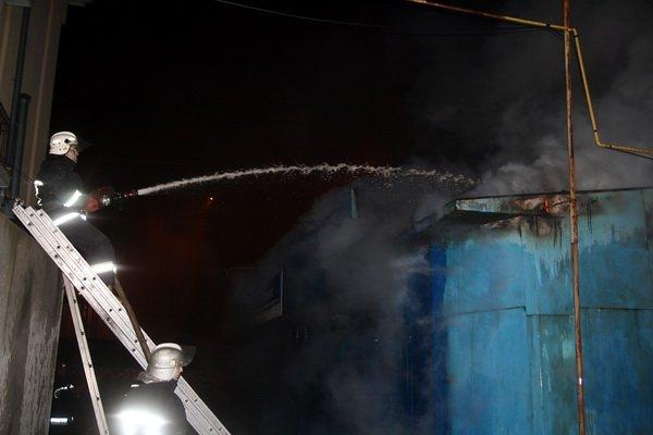 У Тернополі дотла згорів автомагазин (фото, відео), фото-2