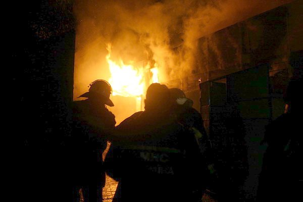 У Тернополі дотла згорів автомагазин (фото, відео), фото-4