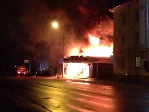 У Тернополі дотла згорів автомагазин (фото, відео), фото-1
