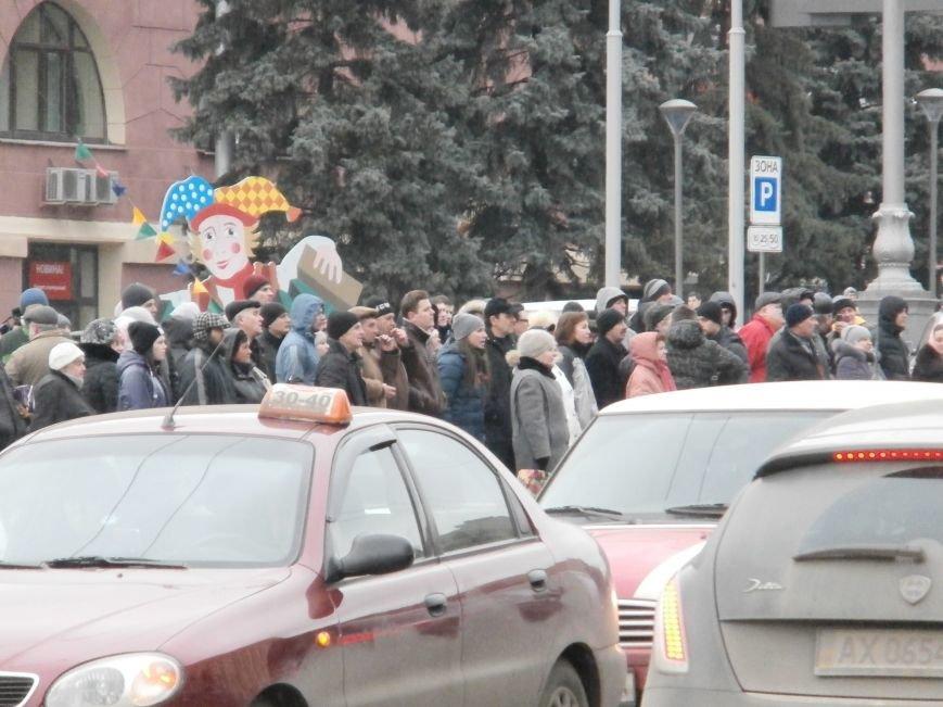 Что происходит на площади Свободы (ФОТО), фото-2