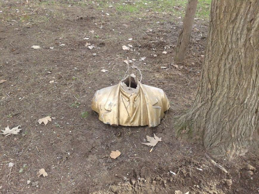 Крымский «ленинопад» продолжается: памятник снесли под Алуштой (ФОТО), фото-3
