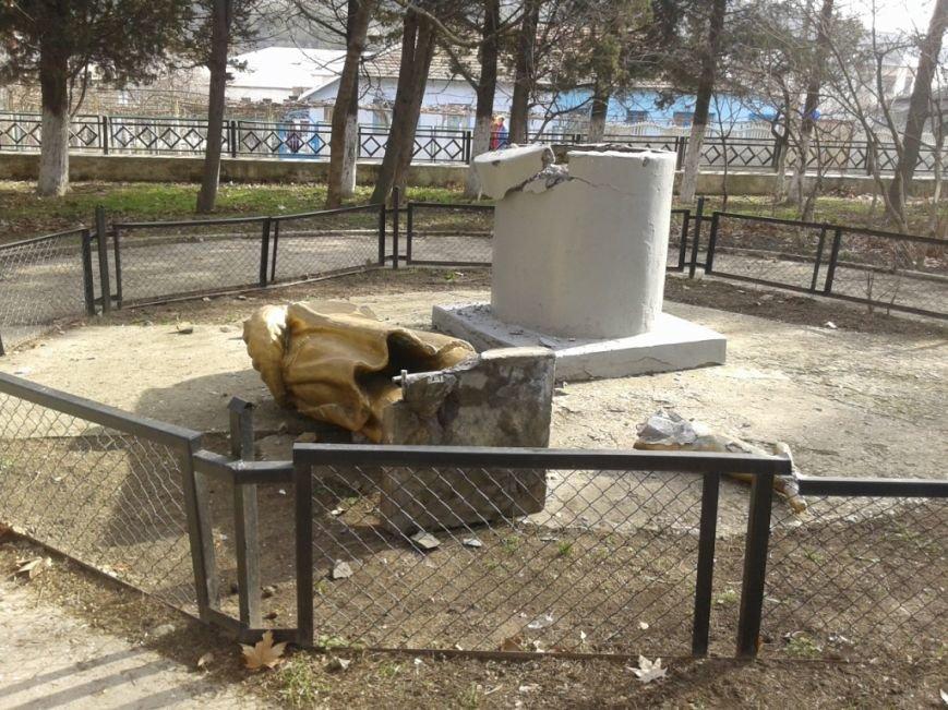 Крымский «ленинопад» продолжается: памятник снесли под Алуштой (ФОТО), фото-1
