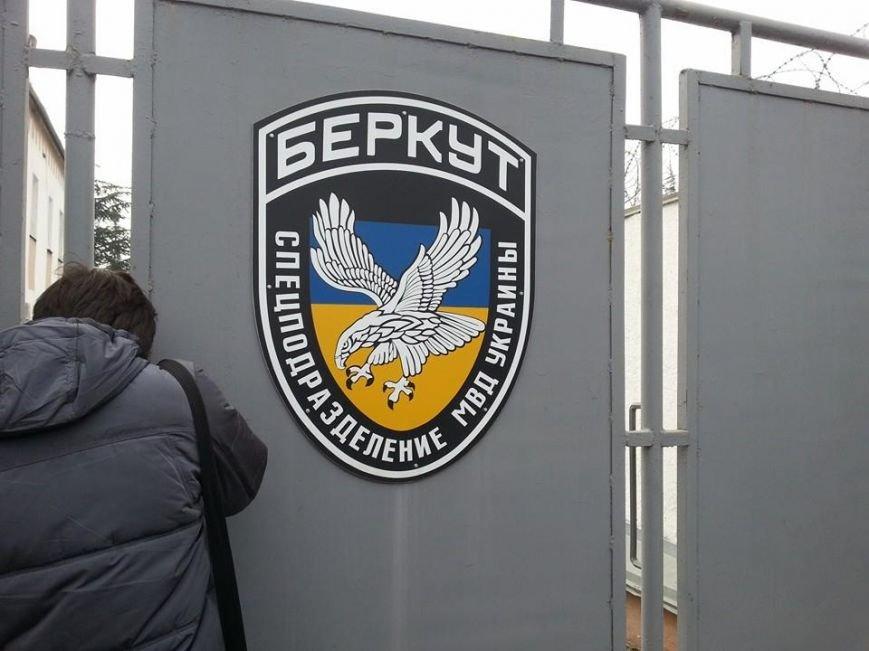 На базе «Беркута» в Симферополе усилена охрана: опасаются захвата (ФОТО), фото-1