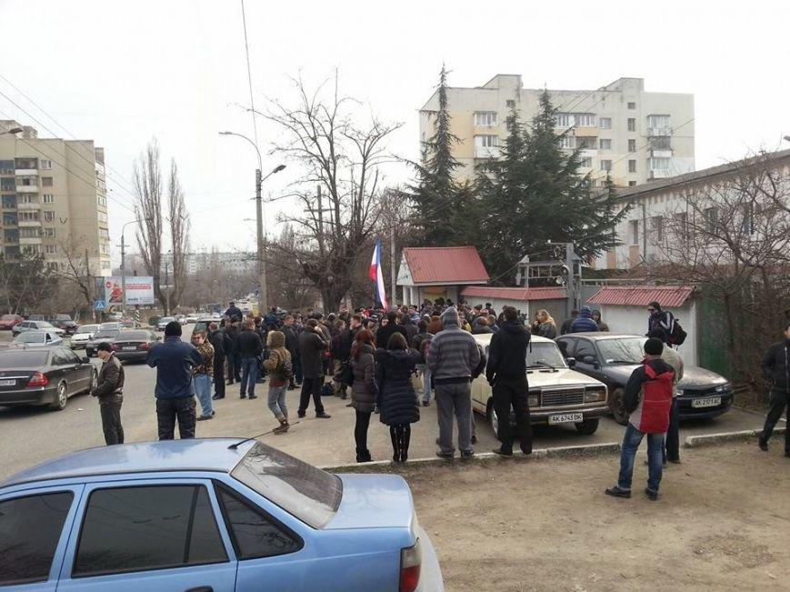 На базе «Беркута» в Симферополе усилена охрана: опасаются захвата (ФОТО), фото-3