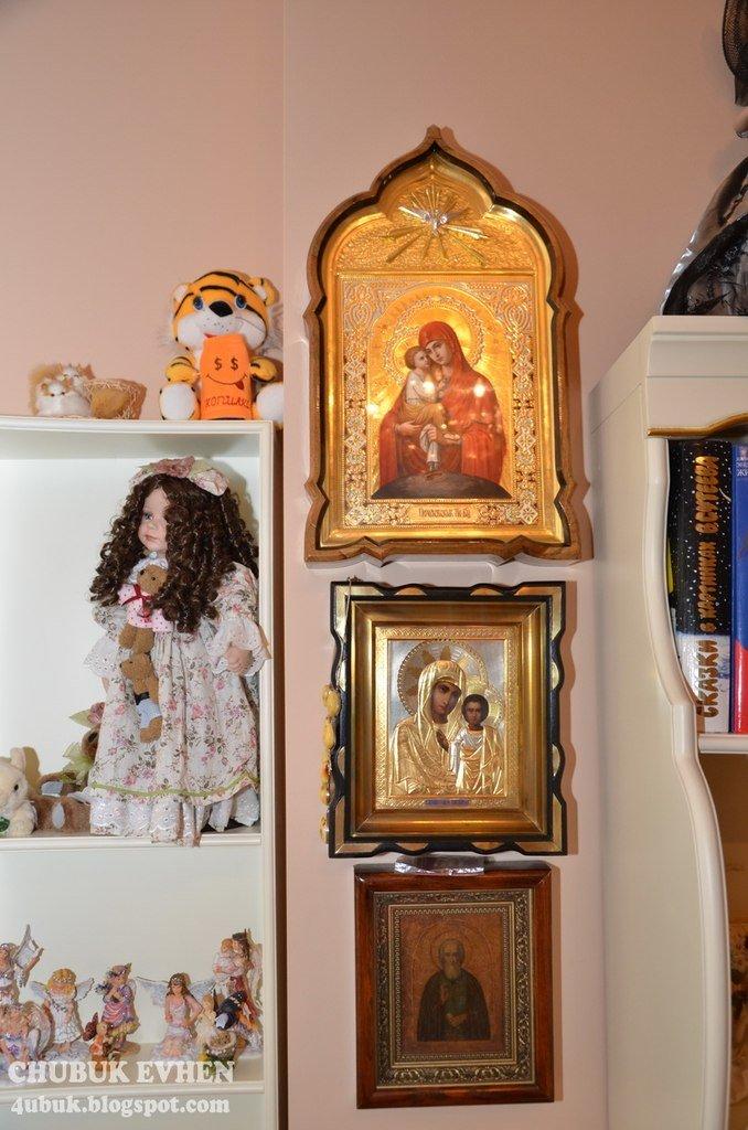 В доме у Пшонки: коллекция Фаберже и холодного оружия, портреты Януковича и похищенные Евангелия (ФОТО), фото-61
