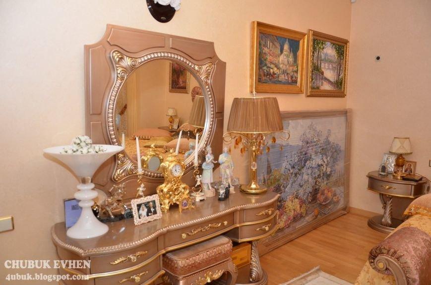 В доме у Пшонки: коллекция Фаберже и холодного оружия, портреты Януковича и похищенные Евангелия (ФОТО), фото-56