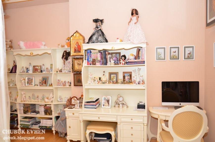 В доме у Пшонки: коллекция Фаберже и холодного оружия, портреты Януковича и похищенные Евангелия (ФОТО), фото-42