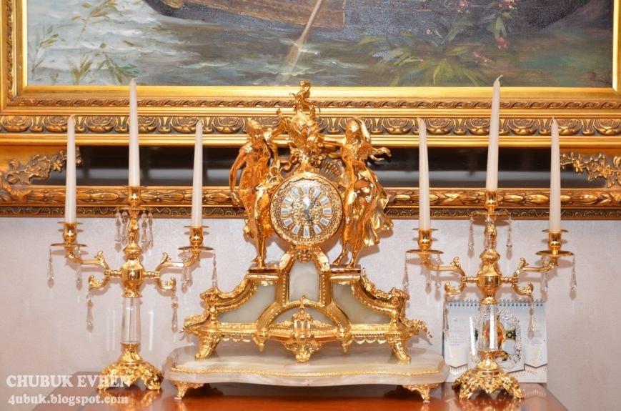 В доме у Пшонки: коллекция Фаберже и холодного оружия, портреты Януковича и похищенные Евангелия (ФОТО), фото-40