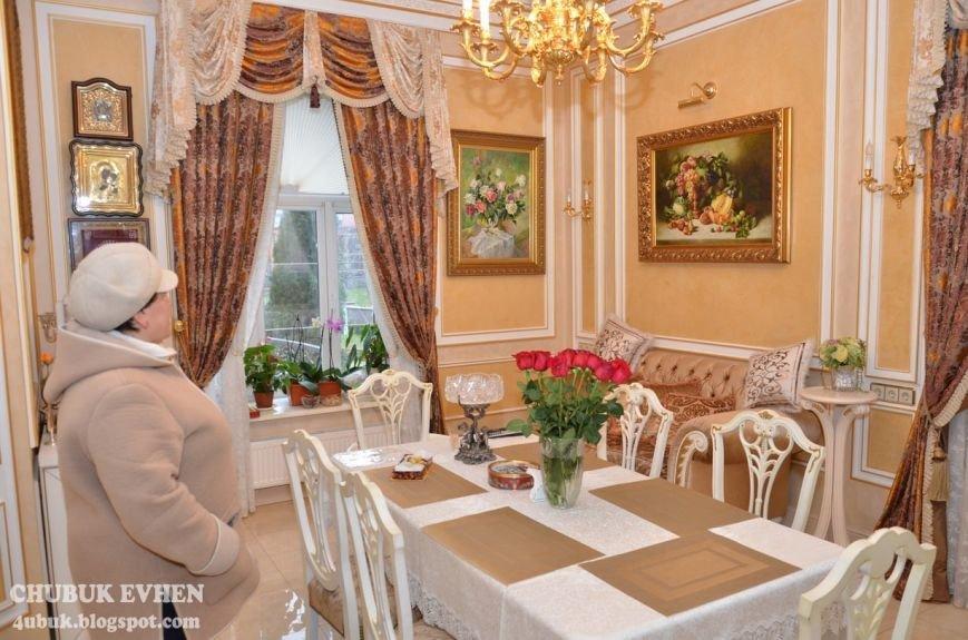 В доме у Пшонки: коллекция Фаберже и холодного оружия, портреты Януковича и похищенные Евангелия (ФОТО), фото-6