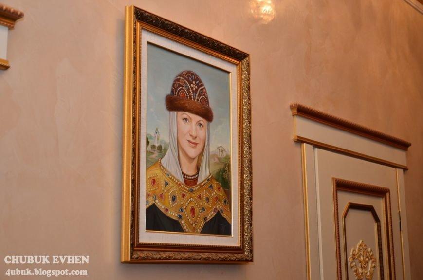 В доме у Пшонки: коллекция Фаберже и холодного оружия, портреты Януковича и похищенные Евангелия (ФОТО), фото-45