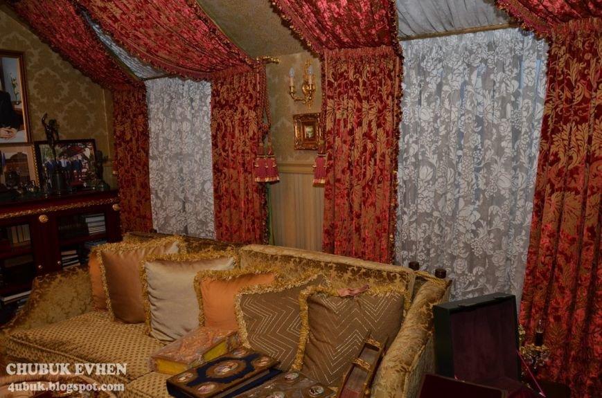 В доме у Пшонки: коллекция Фаберже и холодного оружия, портреты Януковича и похищенные Евангелия (ФОТО), фото-14