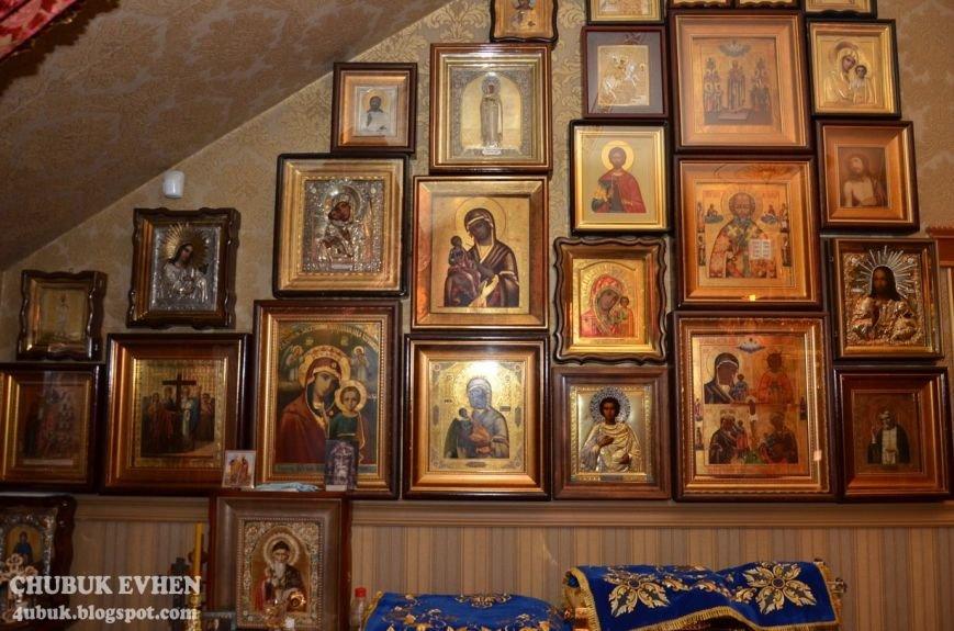 В доме у Пшонки: коллекция Фаберже и холодного оружия, портреты Януковича и похищенные Евангелия (ФОТО), фото-57