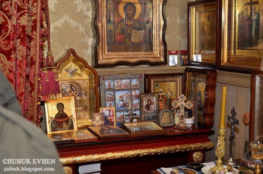 В доме у Пшонки: коллекция Фаберже и холодного оружия, портреты Януковича и похищенные Евангелия (ФОТО), фото-18