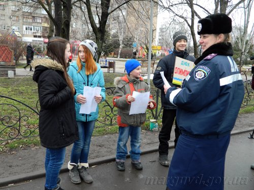 25_02_2014_Mariupol_GAI razdayut listovki_2