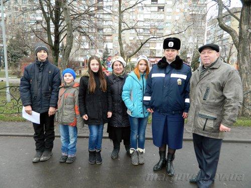 25_02_2014_Mariupol_GAI razdayut listovki_5