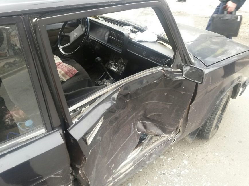 В Мариуполе внедорожник столкнулся с легковушкой. Есть пострадавшие (ФОТО+ВИДЕО), фото-4