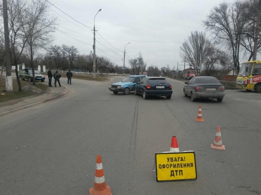 В Мариуполе «Славута» спровоцировала аварию на перекрестке (Фотофакт), фото-1