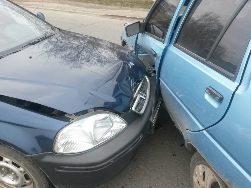 В Мариуполе «Славута» спровоцировала аварию на перекрестке (Фотофакт), фото-2
