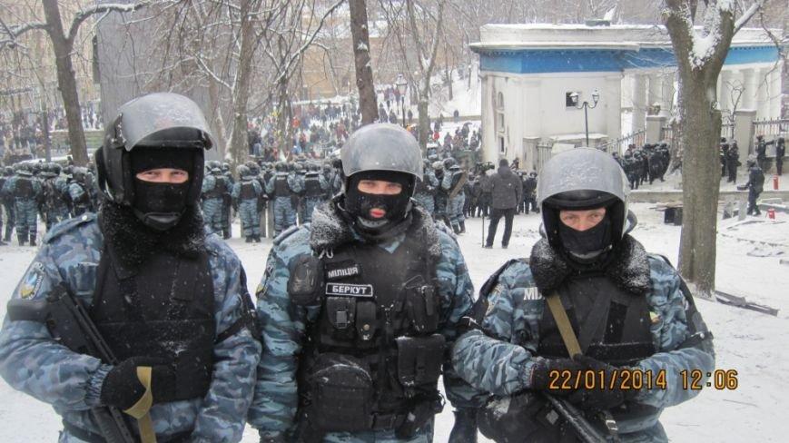 Сумские беркутовцы гуляли по Майдану в штатском и фотографировались (ФОТО), фото-8