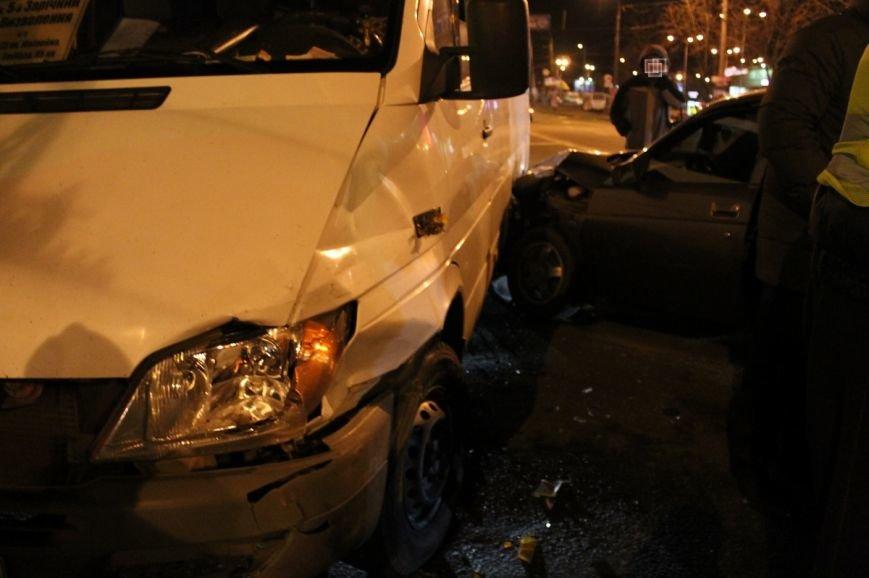 На самом аварийном перекрёстке Кривого Рога девушка разбила внедорожник и маршрутку (ФОТО), фото-7