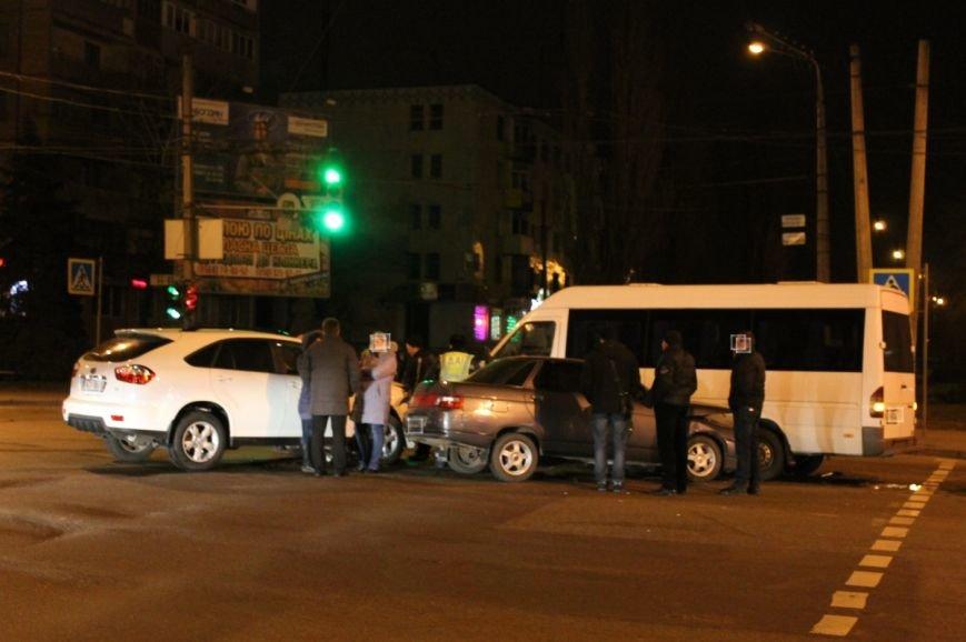 На самом аварийном перекрёстке Кривого Рога девушка разбила внедорожник и маршрутку (ФОТО), фото-6