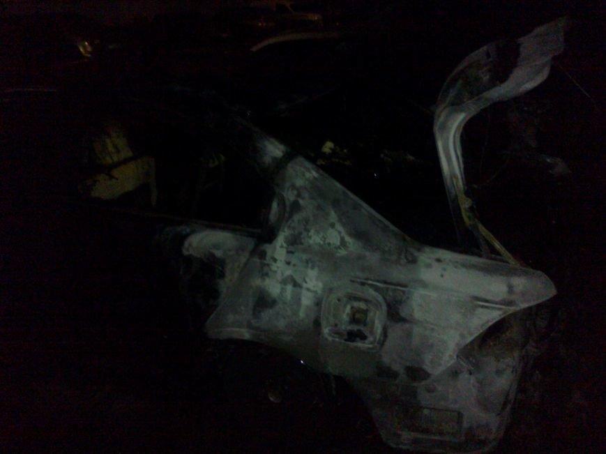 В Кременчуге на стоянке сгорели две иномарки. Милиция выяснила - это поджог (ФОТО), фото-2