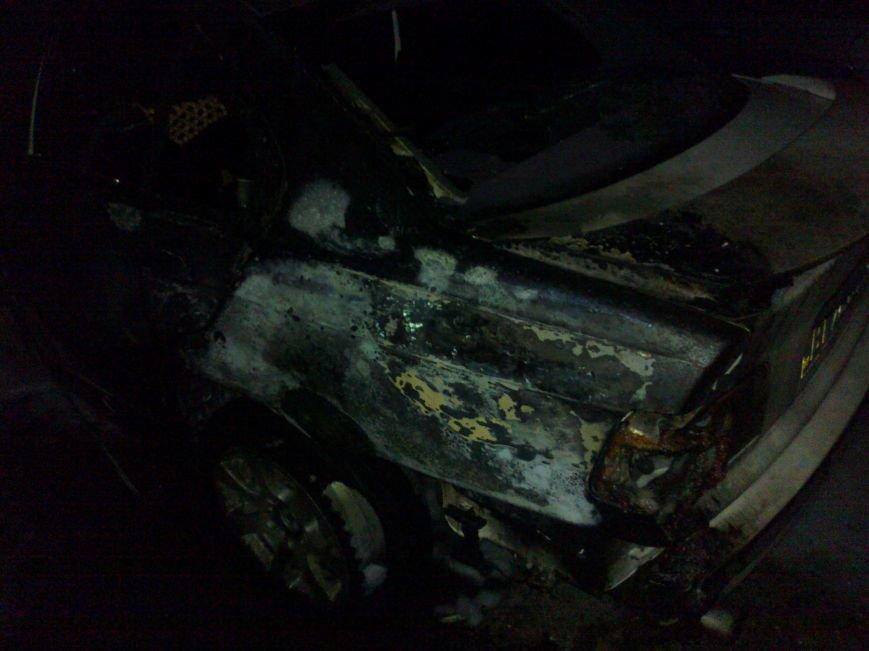 В Кременчуге на стоянке сгорели две иномарки. Милиция выяснила - это поджог (ФОТО), фото-1