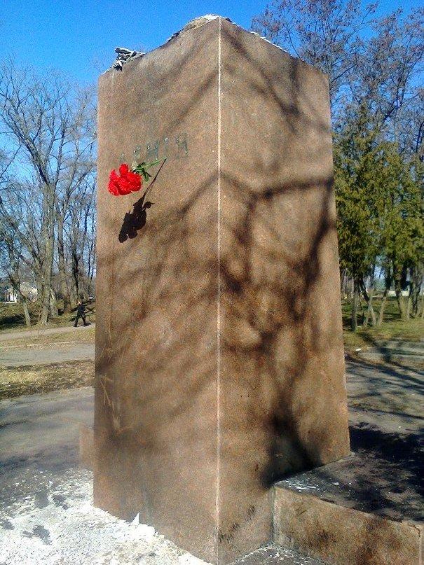 В Сумской области «Ленинопад» унес еще один памятник (ФОТО+ВИДЕО), фото-2