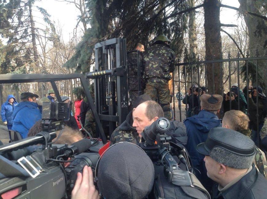 В Києві урочисто спилюють паркан навколо Верховної Ради (фото), фото-2