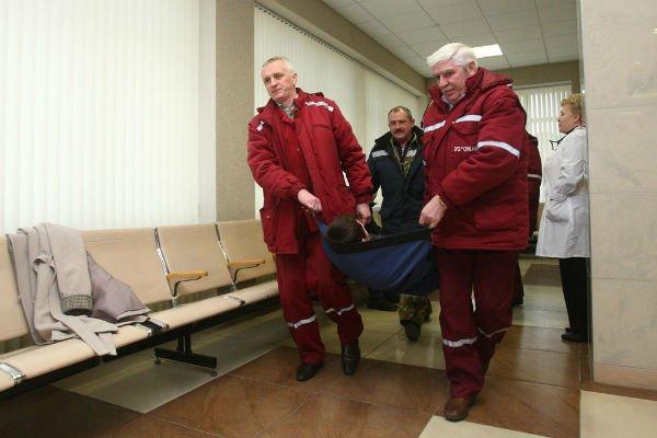 Фоторепортаж: Гродненский аэропорт сегодня «принял» рейсы из Минска и Амстердама (фото) - фото 1