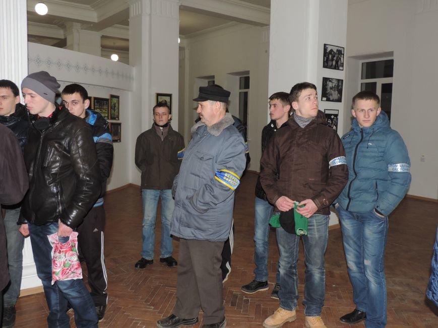 Тернопіль надалі під контролем активістів та міліції (фото, відео), фото-1