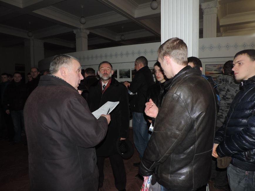 Тернопіль надалі під контролем активістів та міліції (фото, відео), фото-3
