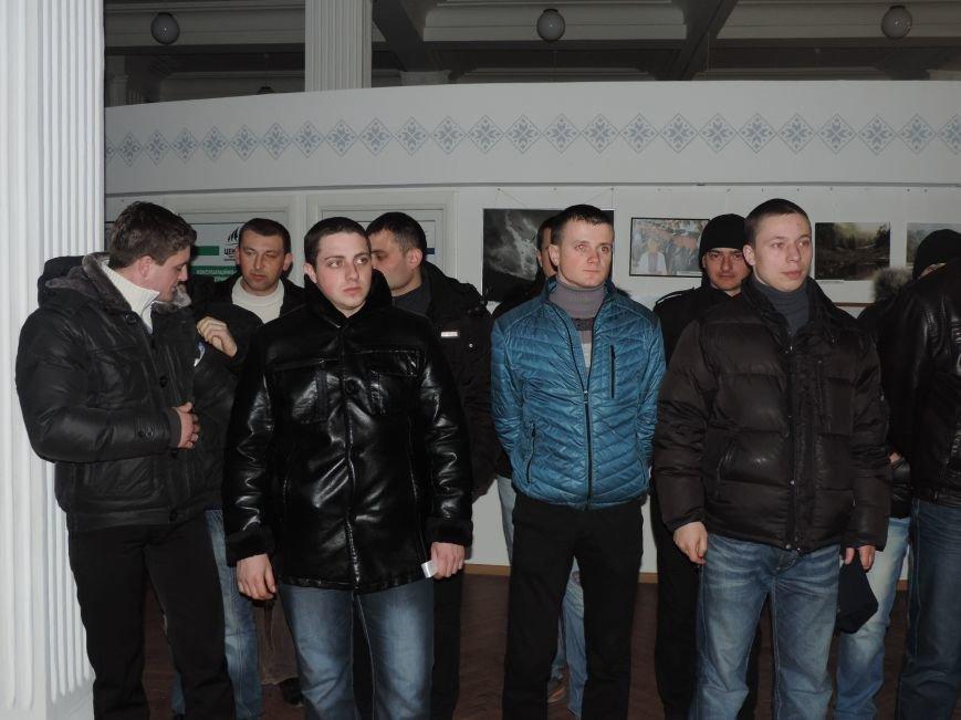Тернопіль надалі під контролем активістів та міліції (фото, відео), фото-2
