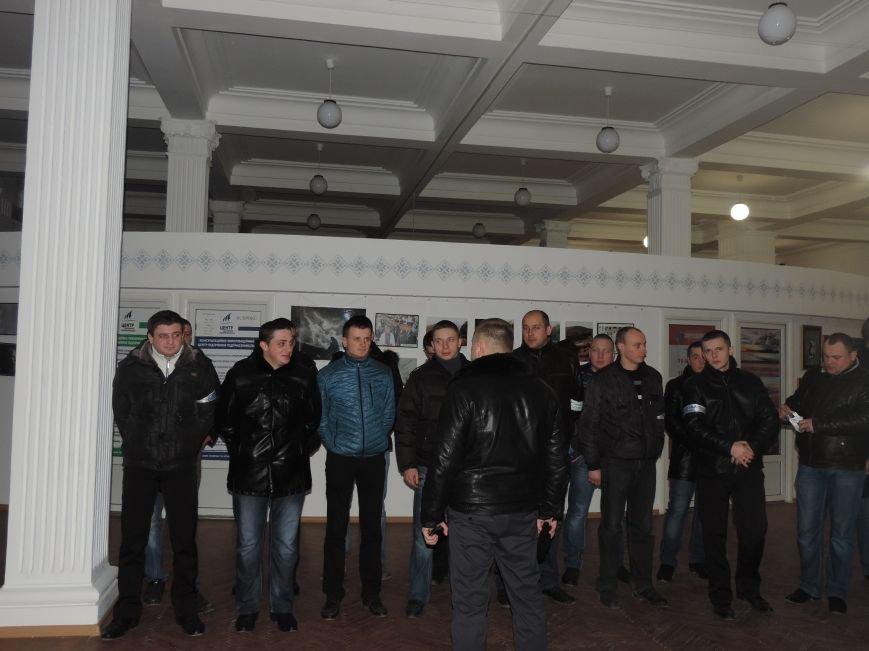 Тернопіль надалі під контролем активістів та міліції (фото, відео), фото-5
