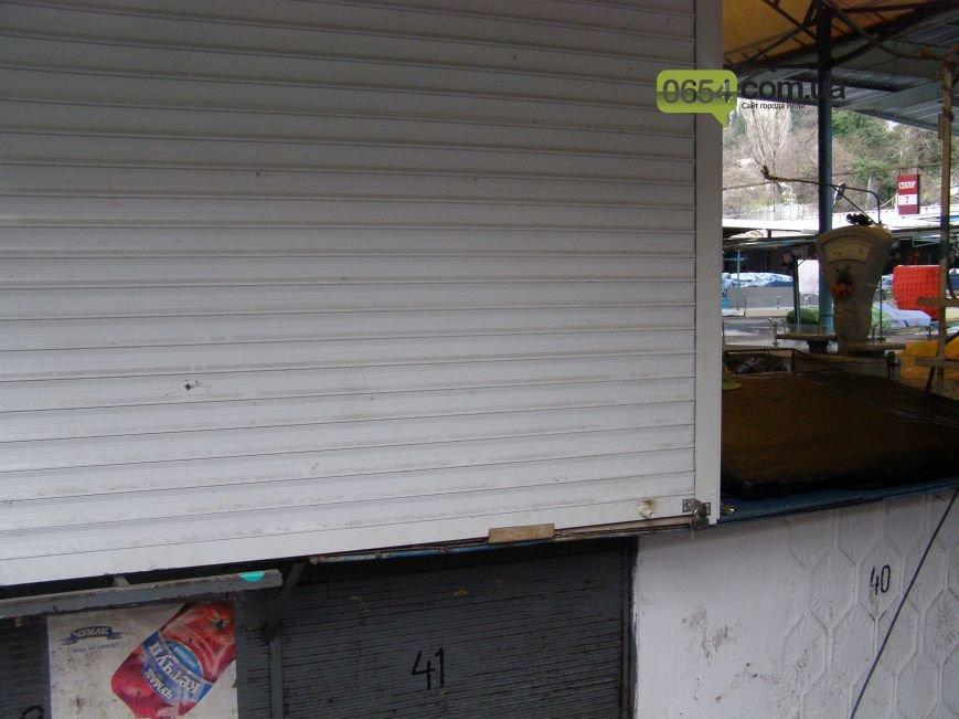 Утром ялтинский Центральный рынок пустовал: работники, все же, выказали недовольство властям, фото-3
