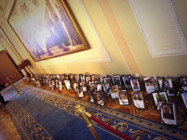 Обличчя «Небесної сотні» перше, що бачили депутати при вході у Верховну Раду (фото), фото-1
