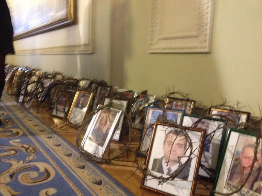 Обличчя «Небесної сотні» перше, що бачили депутати при вході у Верховну Раду (фото), фото-2