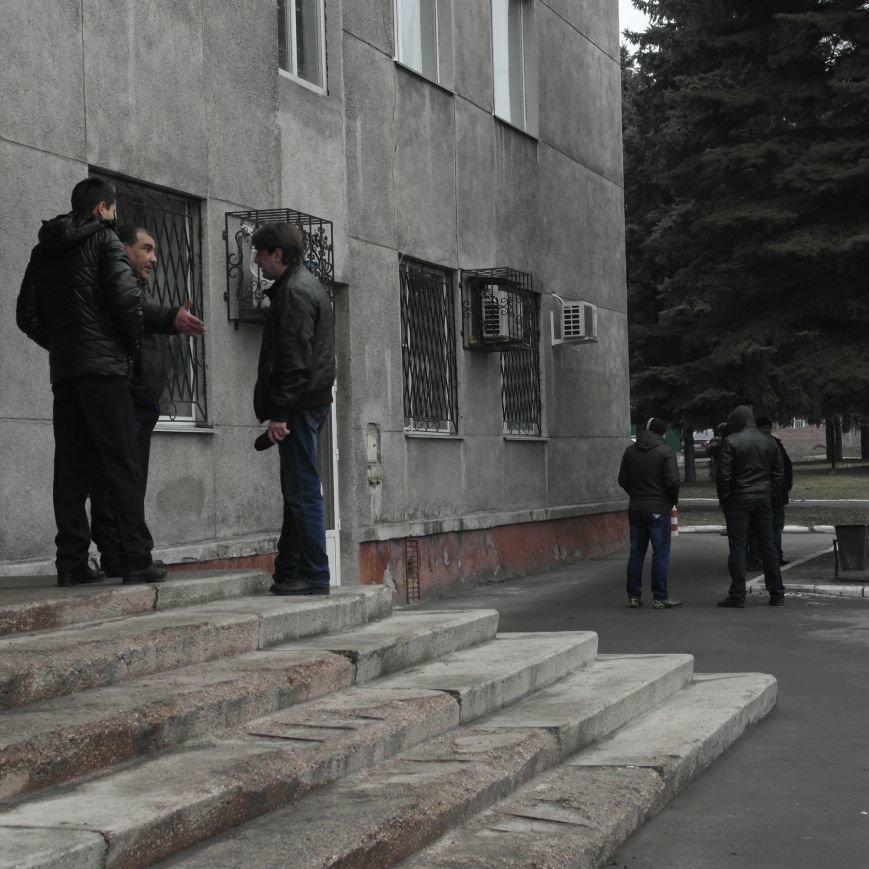 В Красноармейске во время создания Народной рады под исполкомом «кучковались» молодчики (ФОТОФАКТ), фото-6