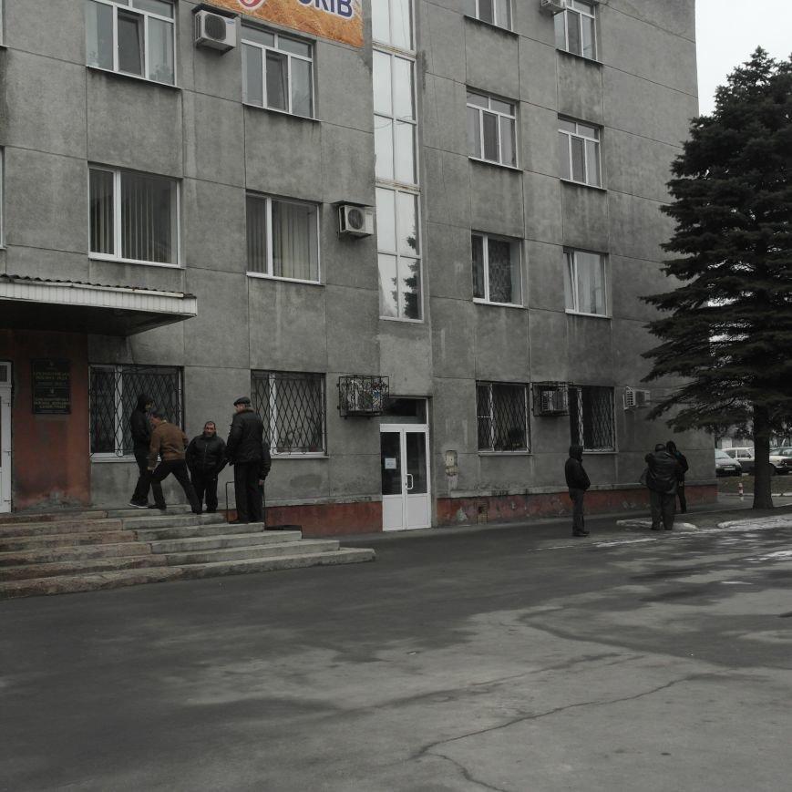 В Красноармейске во время создания Народной рады под исполкомом «кучковались» молодчики (ФОТОФАКТ), фото-2