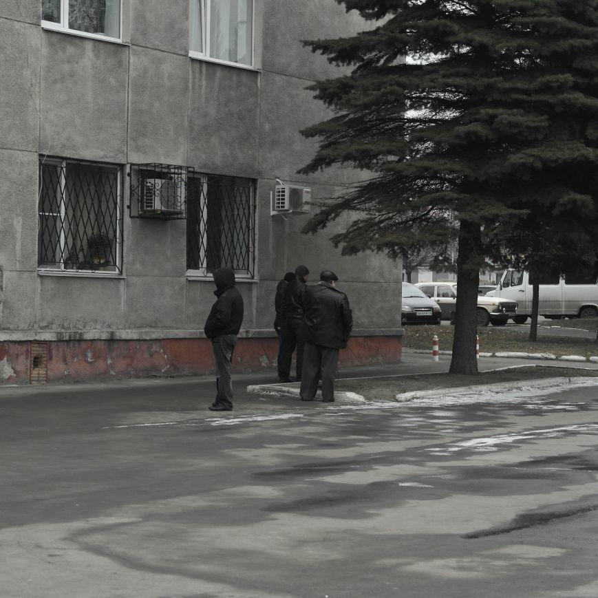 В Красноармейске во время создания Народной рады под исполкомом «кучковались» молодчики (ФОТОФАКТ), фото-4
