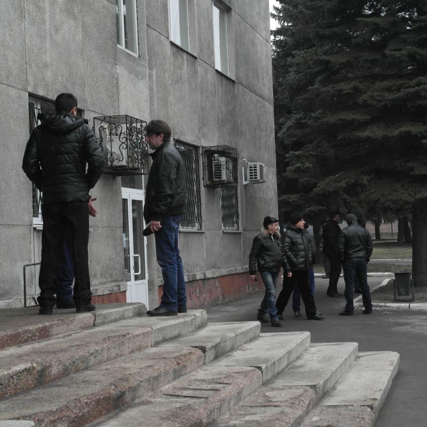 В Красноармейске во время создания Народной рады под исполкомом «кучковались» молодчики (ФОТОФАКТ), фото-5